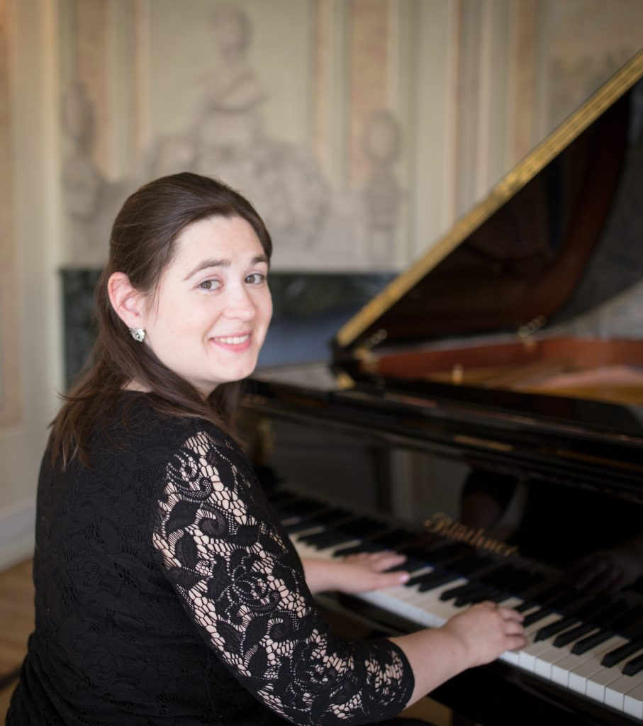 Potraitaufnahme von Mariya Horenko am Klavier